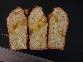 微量イーストでつくるパイナップルとココナッツのケーキ
